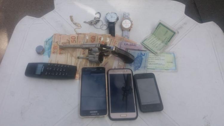 Arma foi apreendida e materiais roubados foram devolvidos às vítimas da clinica