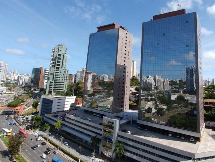 Homem ameaçou se jogar do 22º andar do Salvador Trade Center, na Tancredo Neves - Foto: Reprodução | Site Bahiaoffice