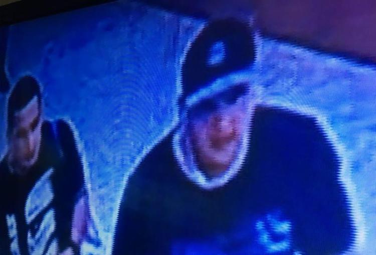 Suspeitos se dividiram em funções para vigiar e roubar a joalheria - Foto: Reprodução | TV Record
