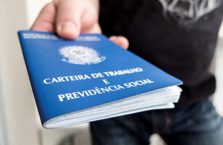 Interessados em pesquisa de vagas de emprego devem apresentar a CTPS - Foto: Rafael Neddermeyer | Fotos Públicas