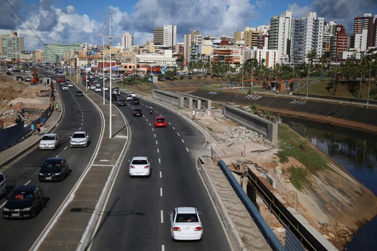 Bairro do Costa Azul é o mais afetado. Trecho da Avenida Otávio Mangabeira, próximo ao Parque Costa Azul é um dos alterados - Foto: Joá Souza | Ag. A TARDE