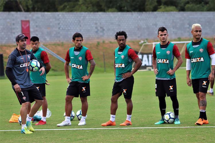 Treinador do Rubro-Negro deve escalar time mais marcador diante da equipe gaúcha - Foto: Maurícia da Matta l EC Vitória