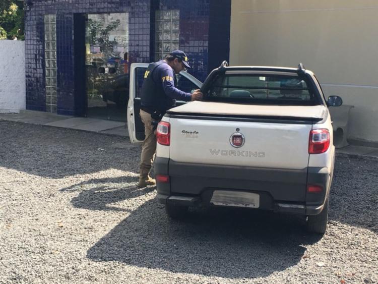 O automóvel de modelo Strada Working era um dos que foi furtado nesta quarta - Foto: Divulgação | PRF-BA