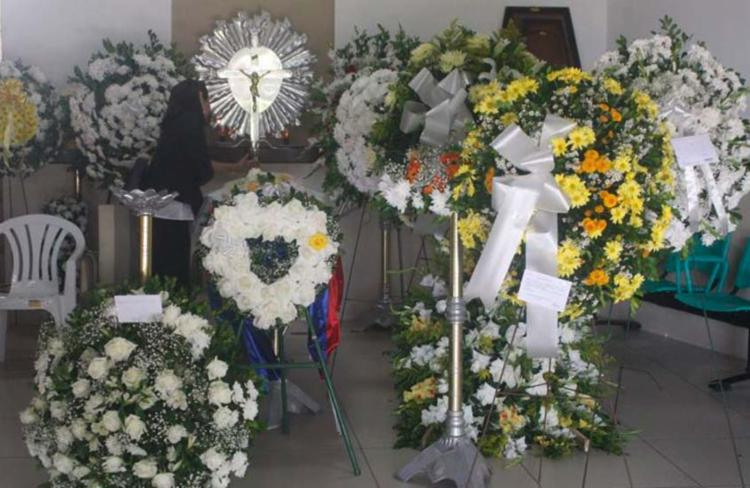 Amigos e familiares se despedem de Edivaldo Boaventura em velório nesta quinta - Foto: Luciano da Matta   Ag. A TARDE