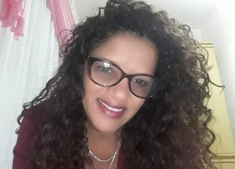 Vera Lúcia Coutinho foi surpreendida pelo ex-namorado quando estava no carro - Foto: Reprodução