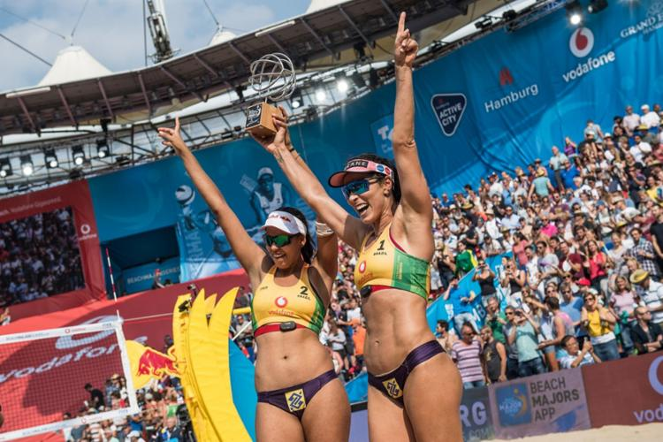 A dupla brasileira levantou seu primeiro título no World Tour Finals - Foto: Reprodução   Beach Major Series
