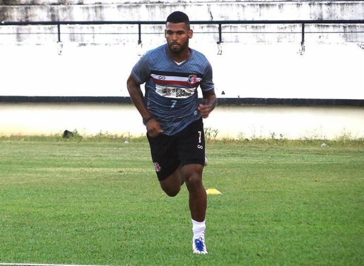 Jogador se destacou na Série C do Brasileirão atuando pela Cobra Coral - Foto: Divulgação l Santa Cruz