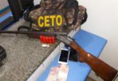 Dupla é presa com espingarda e drogas em Alagoinhas | Foto: Divulgação | SSP-BA