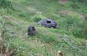 A barra de direção do automóvel se rompeu, o veículo saiu da pista e capotou em uma ribanceira - Foto: Bruno Aragão | Reprodução | Site Giro em Ipiaú
