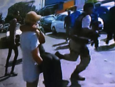 Vítima foi socorrida pelos colegas e encaminhada ao HGE - Foto: Reprodução   TV Record