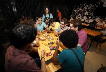Um olho no jogo, outro na batata frita | Tiago Caldas / Ag. A TARDE