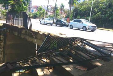 Motorista fica ferido após bater em grade no Rio Vermelho | Reprodução | Transalvador