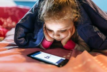 Cresce o número de crianças e adolescentes conectados só pelo celular | Divulgação | Freepik
