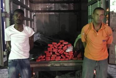 Dupla é presa transportando droga em caminhão com selo da prefeitura no ferry | Alberto Maraux | SSP-BA | Divulgação