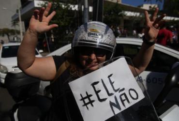Manifestantes dizem #EleNão em Salvador |