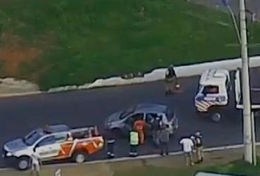 Motorista em fuga perde o controle e veículo capota na região da rodoviária | Reprodução | TV Bahia