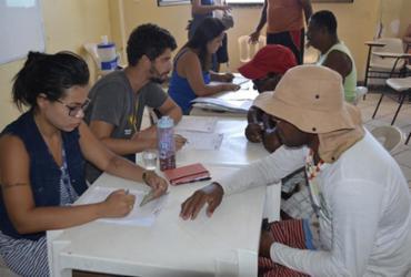 Pescadores de Santo Amaro são cadastrados em programas sociais