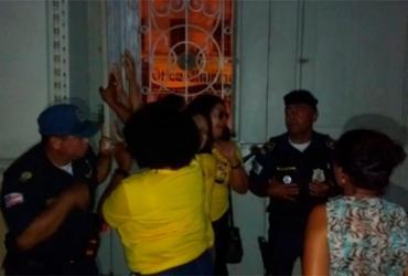 Sem água e luz, professores ocupam Prefeitura de Feira de Santana | Cidadão Repórter