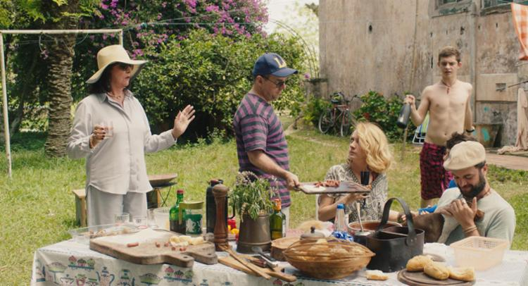 O filme tem o claro objetivo de lidar com um retrato de Brasil