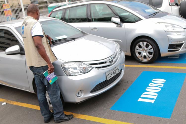 Insuficiência de vagas para idosos e deficientes é uma das infrações mais frequentes - Foto: Divulgação | Codecon