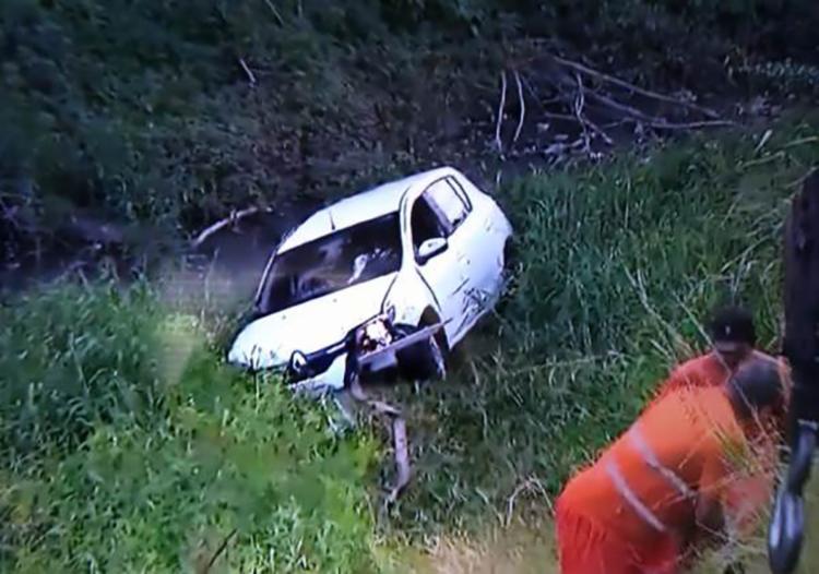 Motorista saiu do veículo sozinho e não sofreu ferimentos graves - Foto: Reprodução   TV Bahia