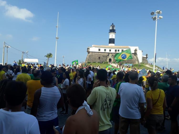 Apoiadores de Bolsonaro se concentraram em frente ao Farol da Barra - Foto: César Rezak | Cidadão Repórter | Via WhatsApp