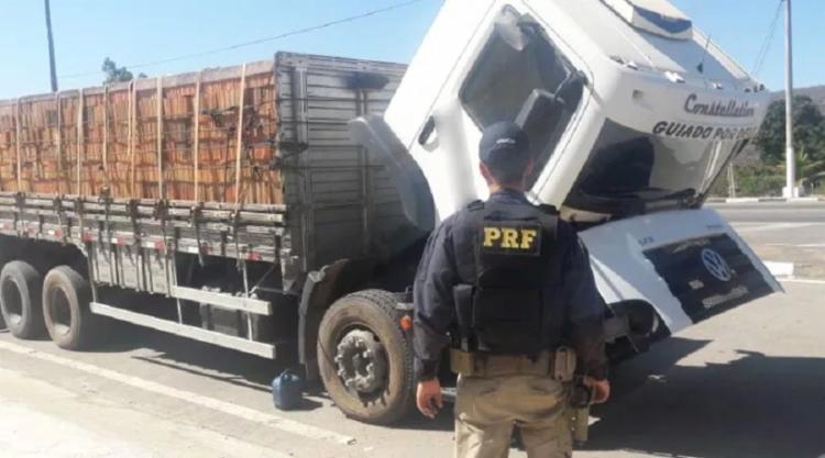 Os agentes abordaram um caminhão que carregava 8000 tijolos e era transportada sem a devida comprovação de origem fiscal - Foto: Divulgação