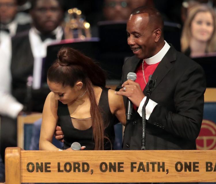 Ellis também se desculpou por uma brincadeira que fez com o nome da cantora - Foto: Scott Olson   AFP