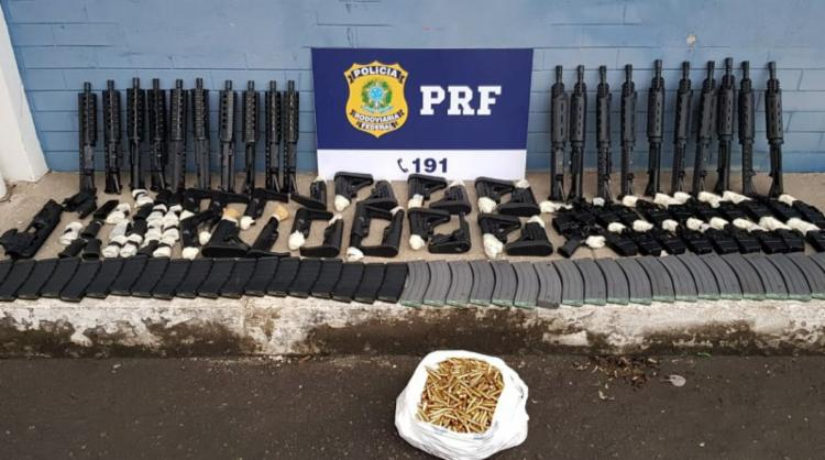 Equipamentos estavam escondidos no fundo falso do veículo - Foto: Divulgação | PRF