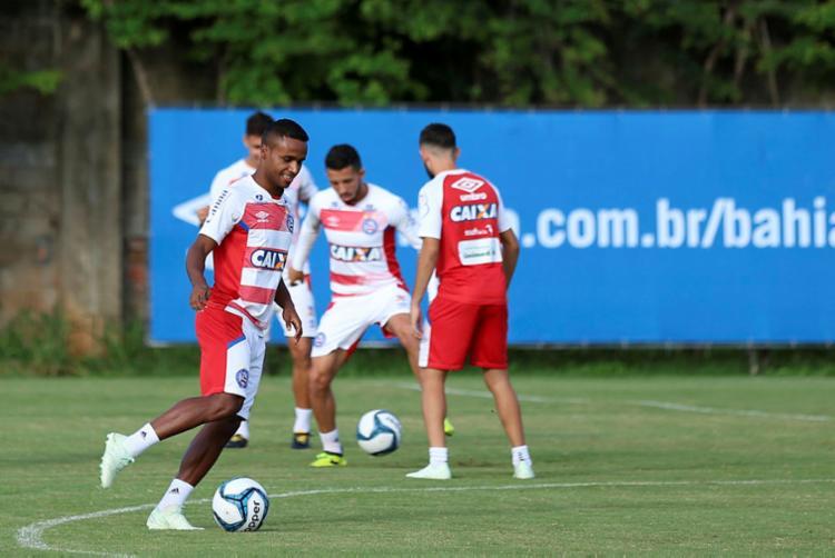 Os atacantes Elber (em destaque) e Gilberto foram liberados pelo departamento médico - Foto: Felipe Oliveira | EC Bahia | Divulgação