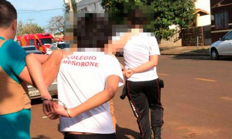 Um jovem e outro colega foram apreendidos e levados para a delegacia - Foto: Reprodução | Redes Sociais