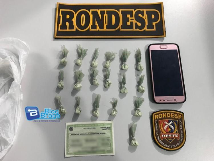 Foi encontrado 19 papelotes de cocaína; 01 aparelho celular marca Samsung; 01 Carteira de Trabalho; 01 título de eleitor e uma quantia de R$ 660,00 - Foto: Reprodução | Blog do Braga