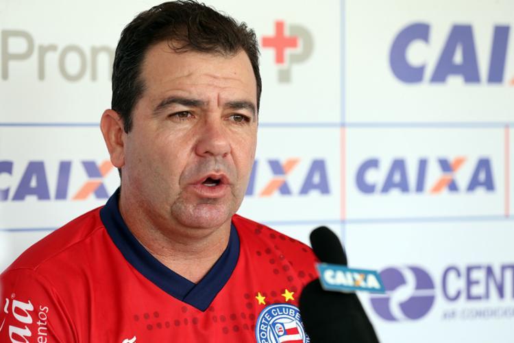 O técnico Enderson Moreira comemora 47 anos nesta sexta, 28
