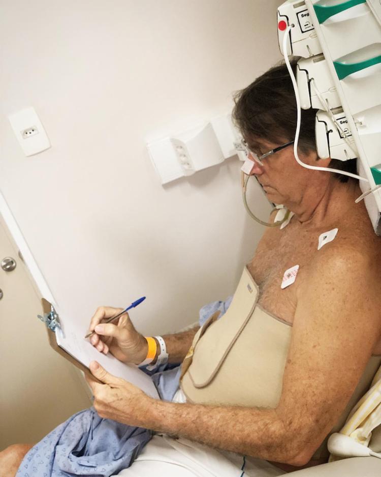 Na última quinta-feira, 20, o candidato passou por um procedimento para drenagem de líquido que estava ao lado do intestino - Foto: Reprodução   Instagram