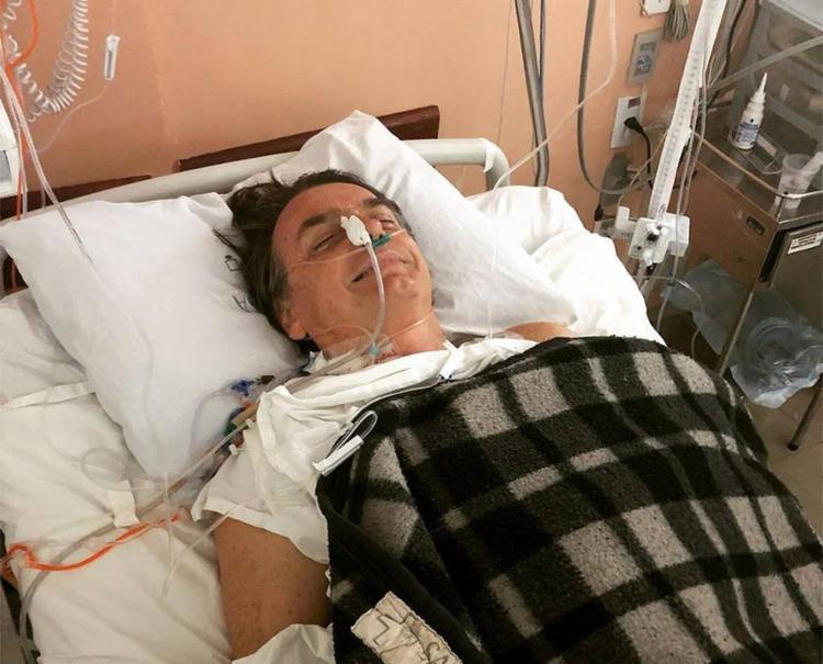 Após inchaço e náuseas, candidato teve obstrução intestinal diagnosticada - Foto: Divulgação l Flávio Bolsonaro