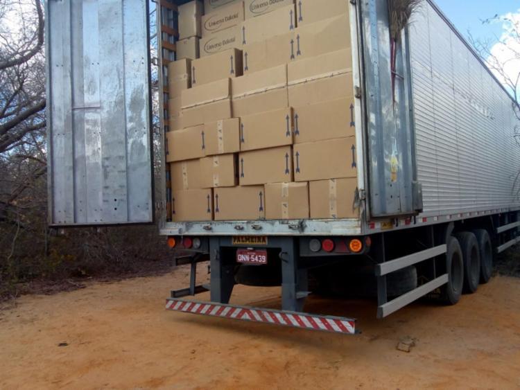 Suspeitos foram presos em flagrante quando tentavam transferir carga para outro veículo - Foto: Divulgação | SSP-BA