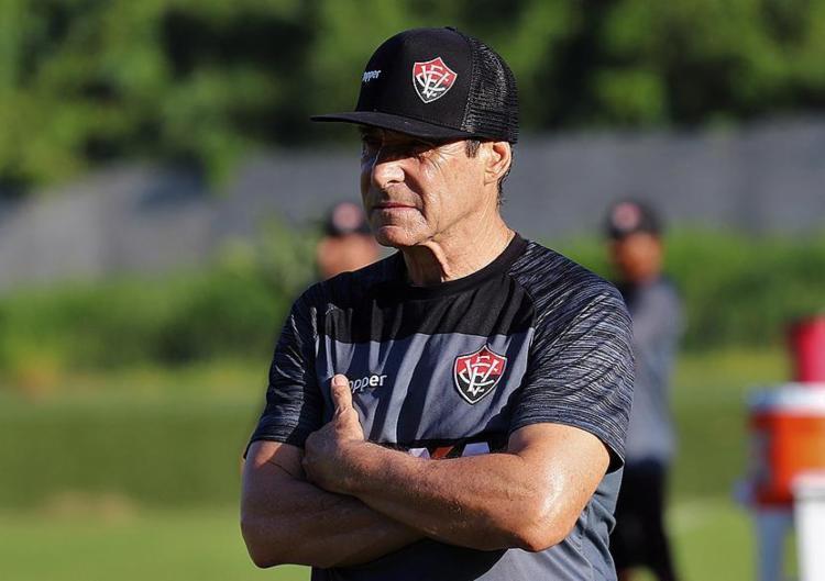 Em pouco tempo no comando, treinador já conquistou a torcida e o elenco rubro-negro - Foto: Maurícia da Matta l EC Vitória