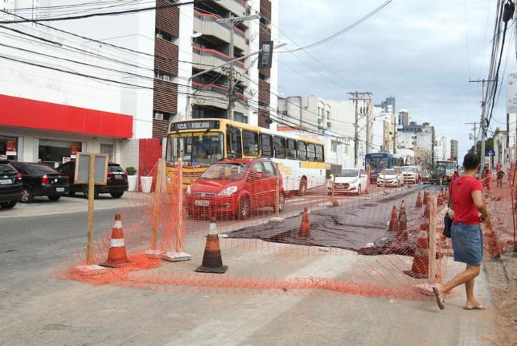 Parte da via ainda continua interditado para a circulação de ônibus - Foto: Tiago Caldas