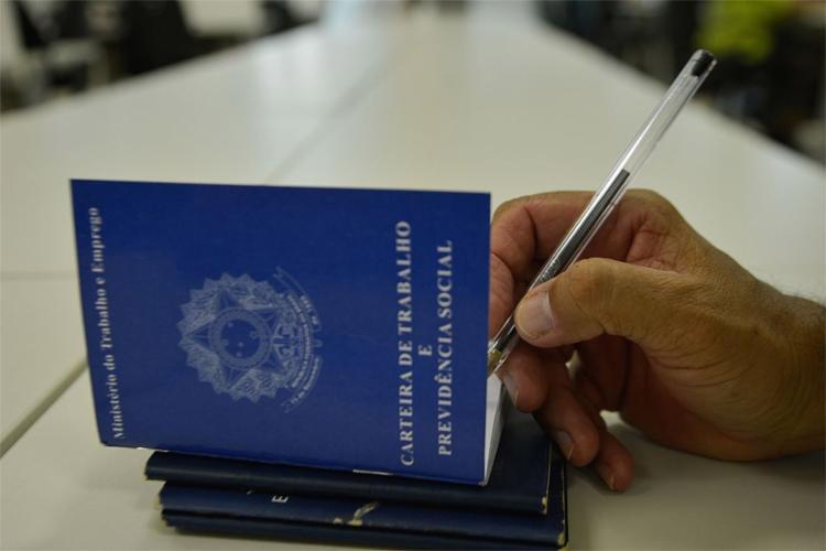 Foi o oitavo mês consecutivo com mais novos contratos que demissões - Foto: Marcello Casal Jr. l Agência Brasil