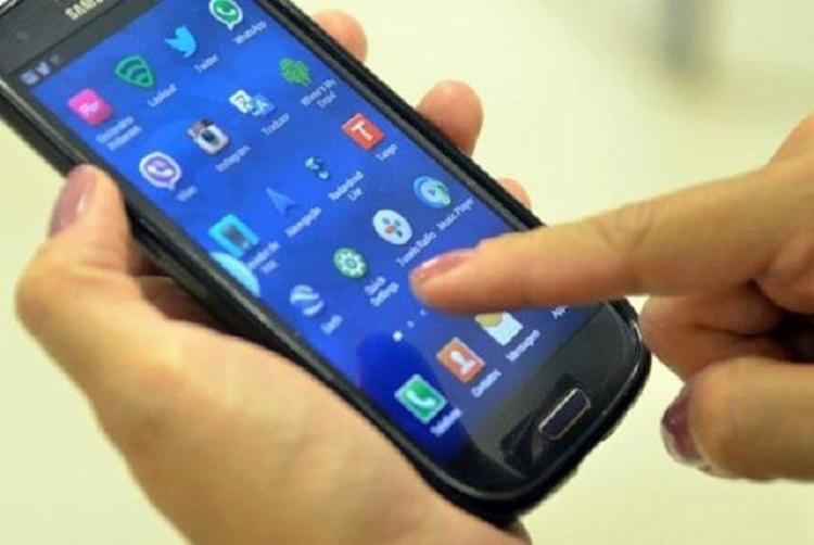 De acordo com a legislação, todo aparelho celular em uso no país deve ser certificado ou ter sua certificação aceita pela Anatel - Foto: Marcello Casal Jr l Agência Brasil