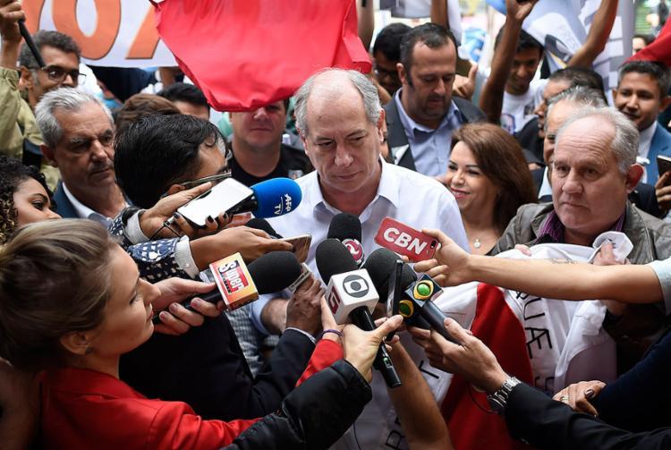 O candidato do PDT exigiu que as autoridades identifiquem e punam o responsável pelo atendado - Foto: Douglas Magno l AFP