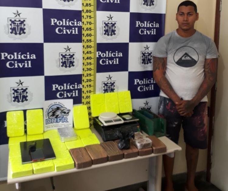 Após depoimento na DTE de Feira de Santana, o suspeito seguiu para o sistema prisional - Foto: Divulgação   SSP-BA