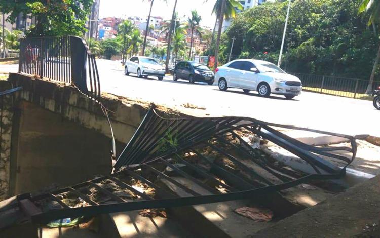 O motorista, que ficou ferido, foi socorrido pelo Samu - Foto: Reprodução | Transalvador