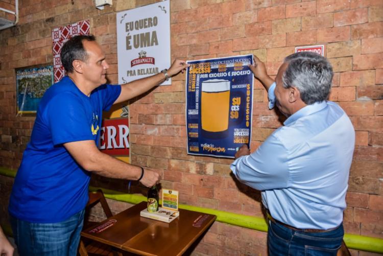 Bernardo Paiva, presidente da Ambev, esteve no Rio Vermelho em 2017 para conscientizar no Dia da Responsa