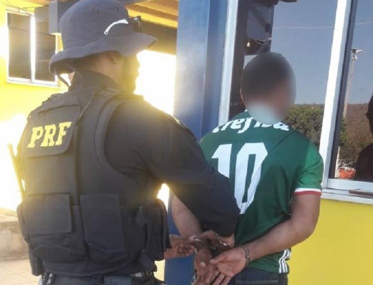 Homem foi encaminhado para a Delegacia de Polícia Civil em Seabra - Foto: Foto: Divulgação  PRF