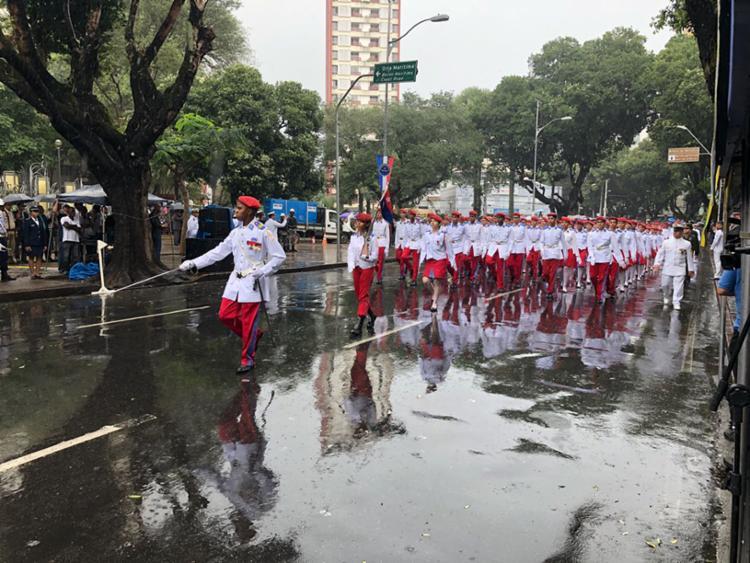 Marcado pela chuva, evento reuniu autoridades políticas baianas e entidades militares - Foto: Margarida Neide