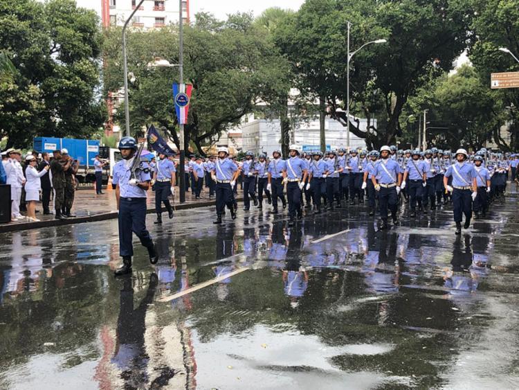 Os tradicionais desfiles de entidades da segurança marcaram a comemoração cívica