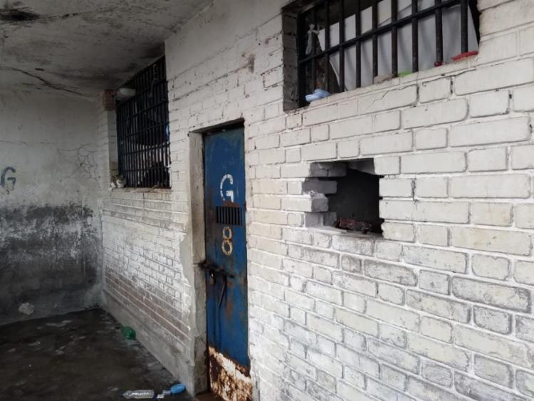 Homens quebraram as grades da cela onde estavam para fugir - Foto: Sinspeb | Divulgação