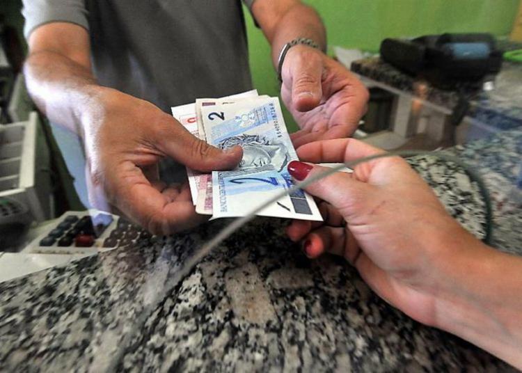 Dinheiro já poder recebido por trabalhadores na rede bancária - Foto: Marcello Casal Jr. | Arquivo | Agência Brasil