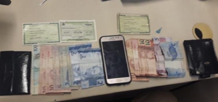 Dois adolescentes foram apreendidos com porções de cocaína e R$ 180 em espécie - Foto: Divulgação | SSP BA